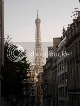 La Tour Eiffel encore, mais vue dun angle différent - près de lInstitut Goethe - octobre 2006