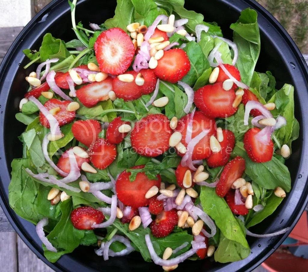 photo StrawberrySalad002_zpsecbd3dcd.jpg
