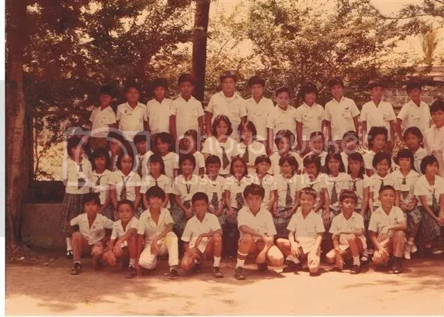 Heres a pic of us grade 4 in 84.