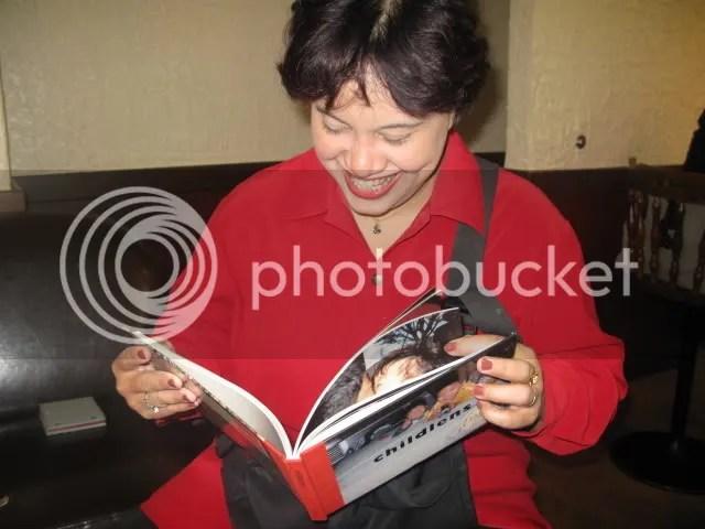 menikmati childlens... lucu-lucu loh fotonya (ada foto ibunya ganti baju juga hihihi)