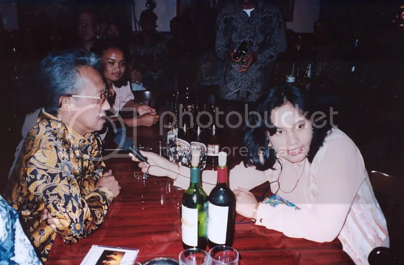 Mewawancarai Ki Manteb Sudarsono untuk acara Radio Gita Indonesia di InterFM 76,1 MHz Tokyo