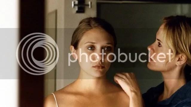 Elizabeth Olsen in Red Lights