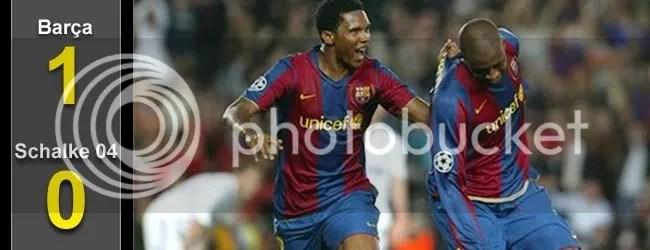 Eto´o abraza a Touré después del gol.