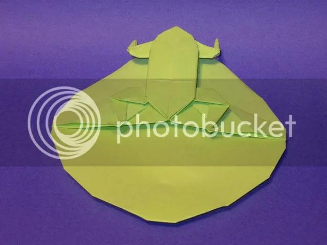 Origami de Sapo na Folha