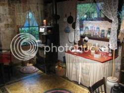 Dolly Parton Childhood Home In Cozy Plenty Ofpink Lemonade Abc News