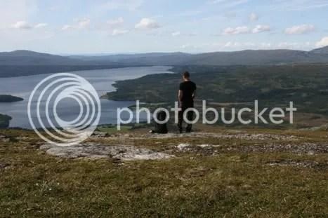 Claus og Biko nyter utsikten fra Evjekvelvet