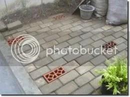 Lubang biopori di tataran paving block