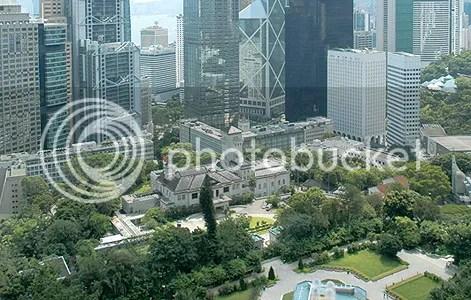 港督府地處中區香港心臟,與中銀/匯豐銀行/長江集團總部關係密切