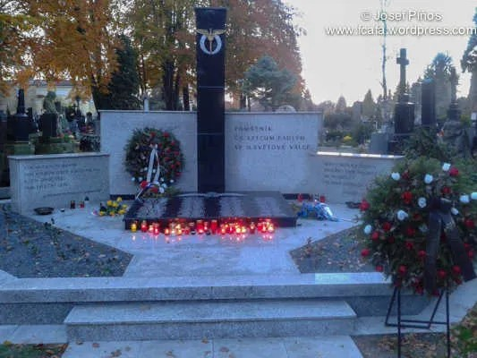 https://i0.wp.com/i171.photobucket.com/albums/u314/erding/CzRAF/Cz_Remembered_2012/20121103_162748.jpg