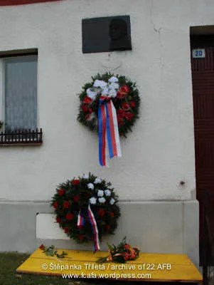 https://i0.wp.com/i171.photobucket.com/albums/u314/erding/CzRAF/Cz_Remembered_2012/DSC_0125.jpg