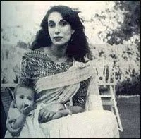 Young Benazir with mother Begum Nusrat Bhutto
