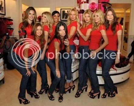Victorias Secret Beauties Go Holiday Shopping