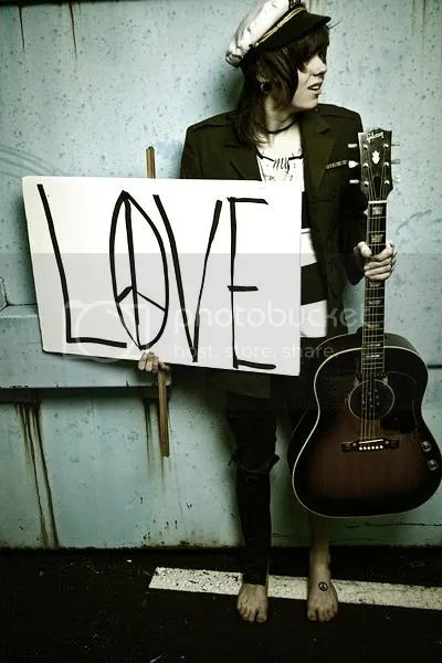 CHRISTOFER DREW INGLE!!!!! <333 i fuckn love him!