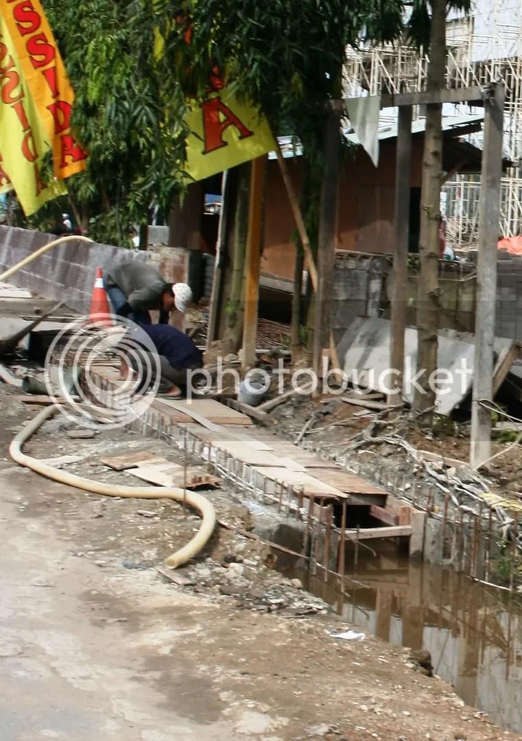 24 Januari 2009. Semoga saja tidak. karena kita tahu sendiri Samarinda sudah semakin kehilangan tempat resapan air, apalagi parahnya drainase di Samarinda. Semoga ini bukan drainase yang sesungguhnya.
