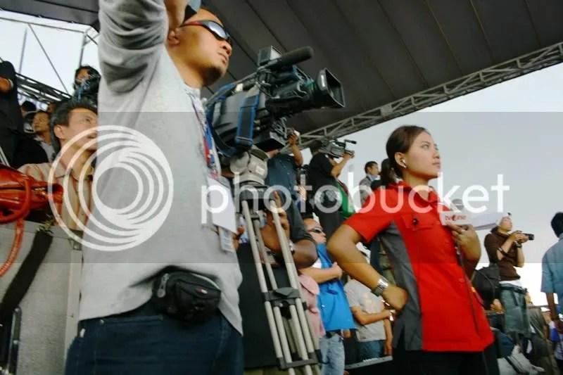 Kampanye itu? kalau TV One TV Pemilu, jadi livenya di tempat mixer, karena di panggung sudah penuh.