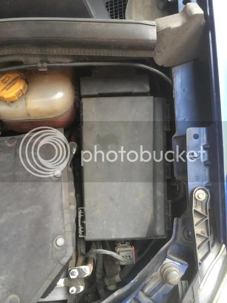 hight resolution of vauxhall zafira engine bay fuse box