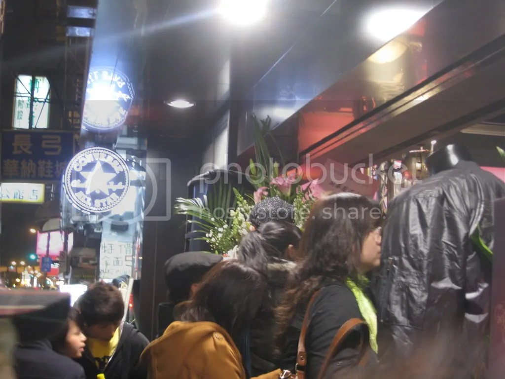 Converses new store here in this area.. so it was grand opening night for them.. lots of people. (Cheap Chucks)