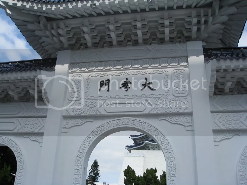 The gate to the CKS Memorial Hall.. I think..? Its huge!