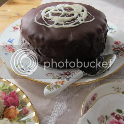 ... Queen (with Darren McGrady's chocolate biscuit cake!)  Jamas
