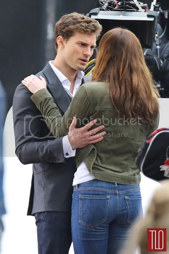 https://i0.wp.com/i183.photobucket.com/albums/x99/LATINCRAVER/Jamie-Dornan-Dakota-Johnson-Fifty-Shades-Grey-On-Set-Tom-Lorenzo-Site-3_zps46f51ba7.jpg