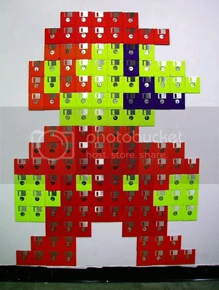 Mario Bros hecho de Disquetes