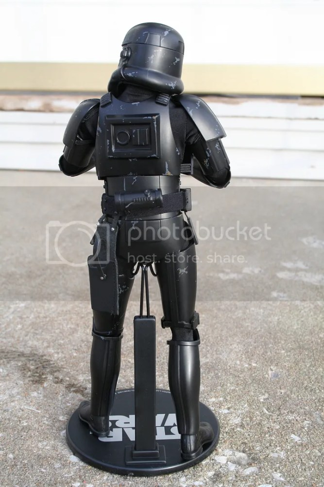 Sideshow Collectibles Star Wars Blackhole Stormtrooper Review (3/6)
