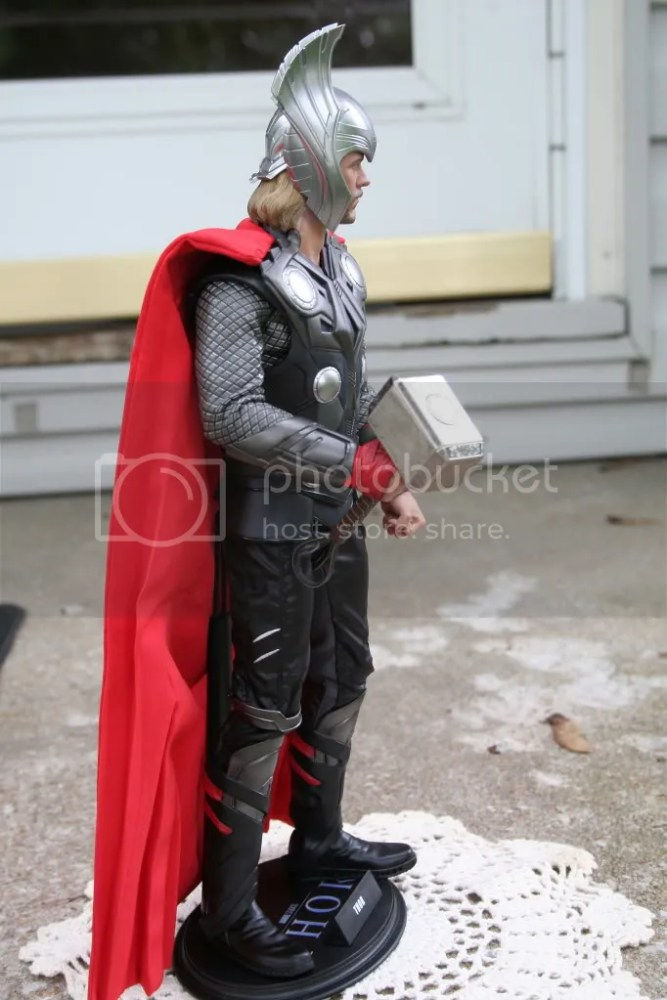 Hot Toys Thor 1:6th Figure Review (6/6)