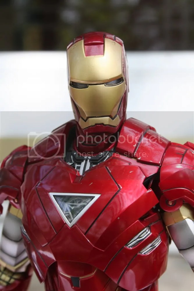 Hot Toys Iron Man 2 Mark VI Review (2/6)