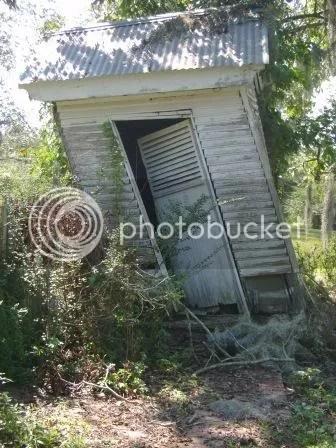https://i0.wp.com/i187.photobucket.com/albums/x204/chicklady/outhouse.jpg