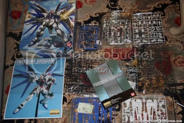 Shown above: The boxart, the picture included in the box, plastic wrapped runners and the manual