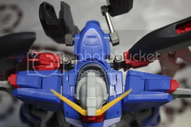And finally the peg that joins the wings to the jetpack can be pulled out abit for further articulation! *thumbs up* Mine are kinda loose now though .