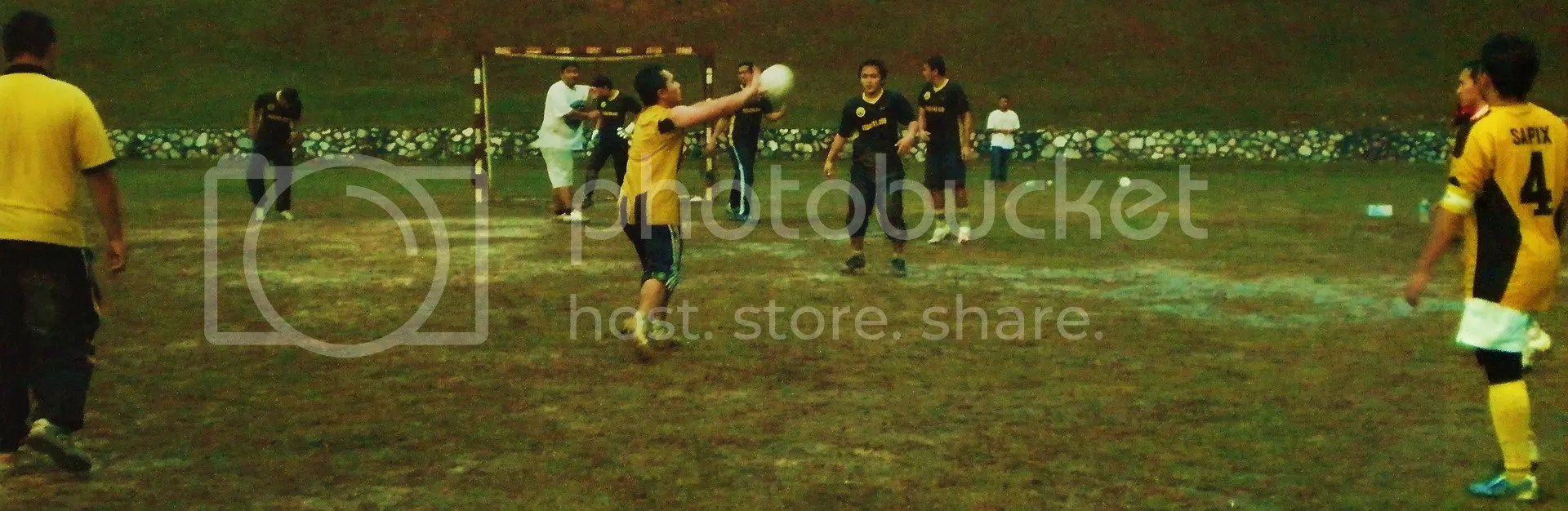 The hot semifinal game.. it was raining though..