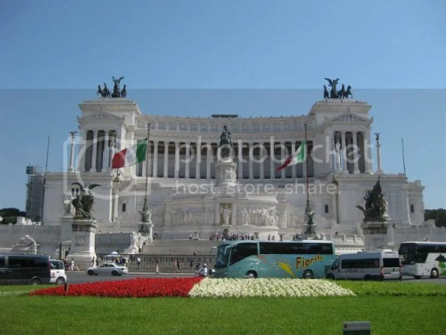 Piazza Venezia -- houses the tomb of the unknown soldier. Commemorating those who died in WW1 and that the bodies were not found. photo 483322_10151099474581209_2046263071_n.jpg