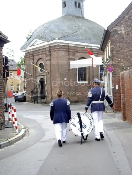 Following the band in a village neat Düsseldorf