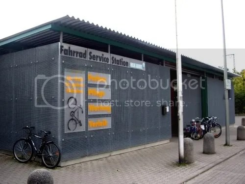 Bad picture of bike service station