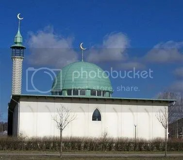 Swedish mosque with crescents 55%