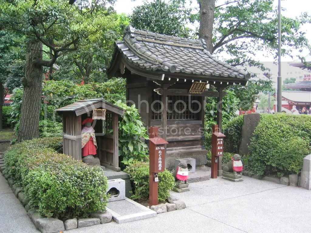 Sensoji Temple garden