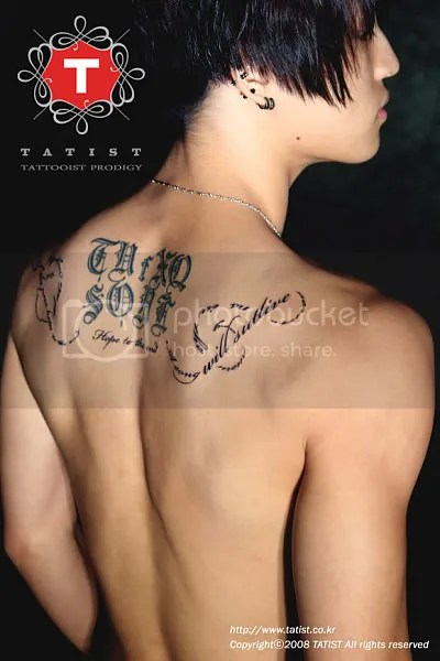 Clear shots of JJ's TVfXQ tattoo on his back @_@ Damn that boy is gorgeous