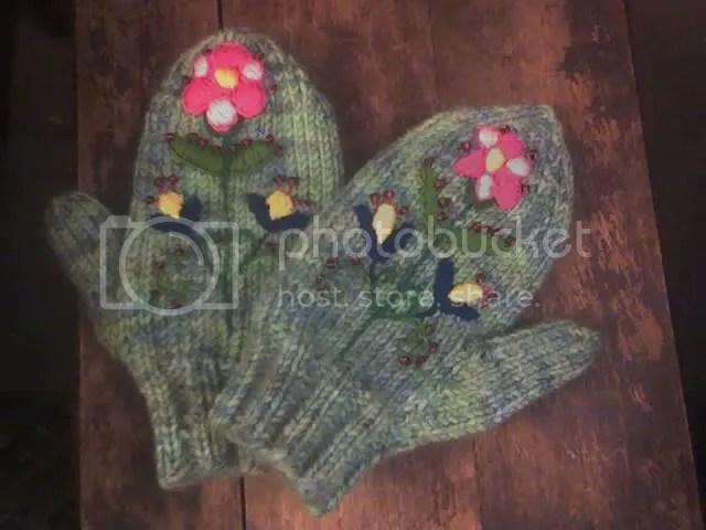 embroidered mittens for a little girl