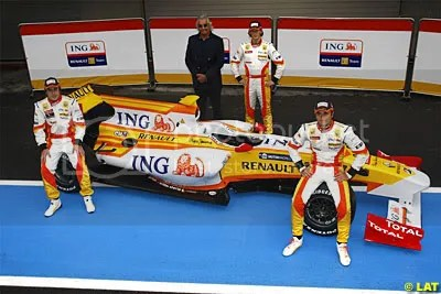 The new car with Fernando Alonso, Romain Grosjean, FLavio Briatore and Nelson Piquet Jr.
