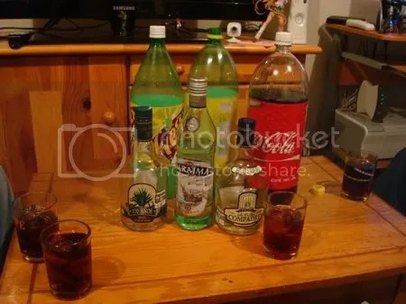 No pudimos tomar mucho en la tarde pero ya cayendo la noche, los que aun quedábamos, celebramos con un Baraima y lo que quedo de ambos tequilas.