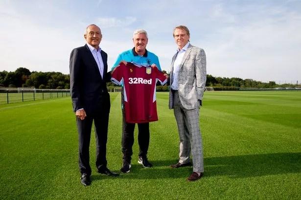 July 25, 2018: Aston Villa's new investors Nassef Sawiris (l) and Wes Edens (r) meet Aston Villa director Steve Bruce