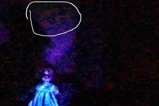 Matt Tillett et Emma Wilcox croient avoir capturé un démon à deux visages devant la caméra