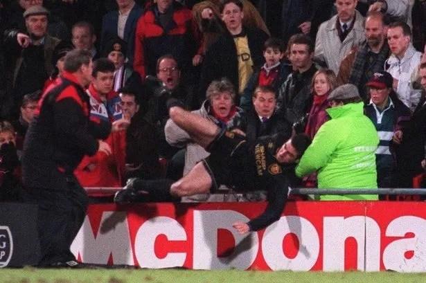 Eric daniel pierre cantona, född 24 maj 1966 i marseille, frankrike, är en fransk tidigare anfallsspelare i fotboll. It Wasn T Me Eric Cantona Blames Testosterone For Famous Kung Fu Kick On Fan Daily Star