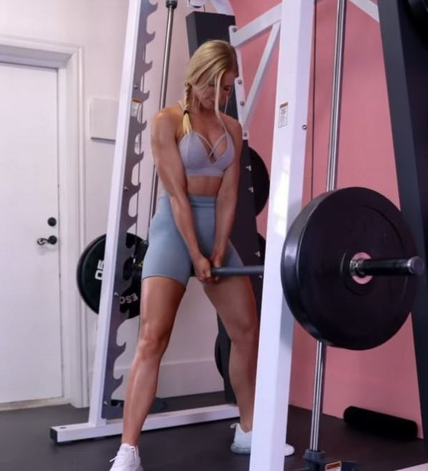 Fitness influencer Linn Lowes uses weights