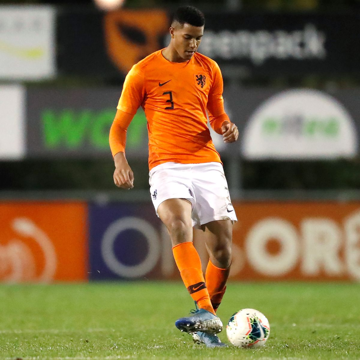 Xavier mbuyamba (born 31 december 2001) is a dutch footballer who plays as a centre back for british club chelsea. Who Is Xavier Mbuyamba The Wonderkid Dubbed The Next Virgil Van Dijk Who Chelsea Have Signed Football London