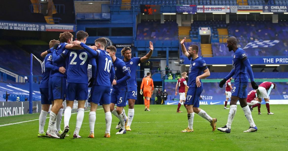 Chelsea players celebrate Marcos Alonso's goal against Burnley