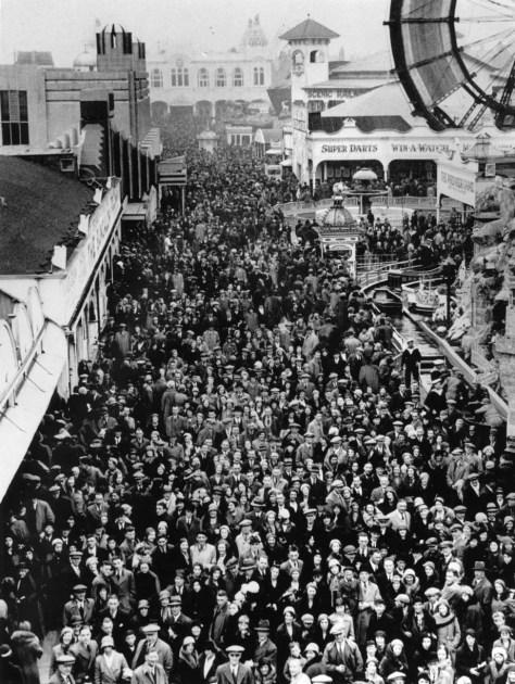 Crowds at Blackpool Pleasure Beach in 1933