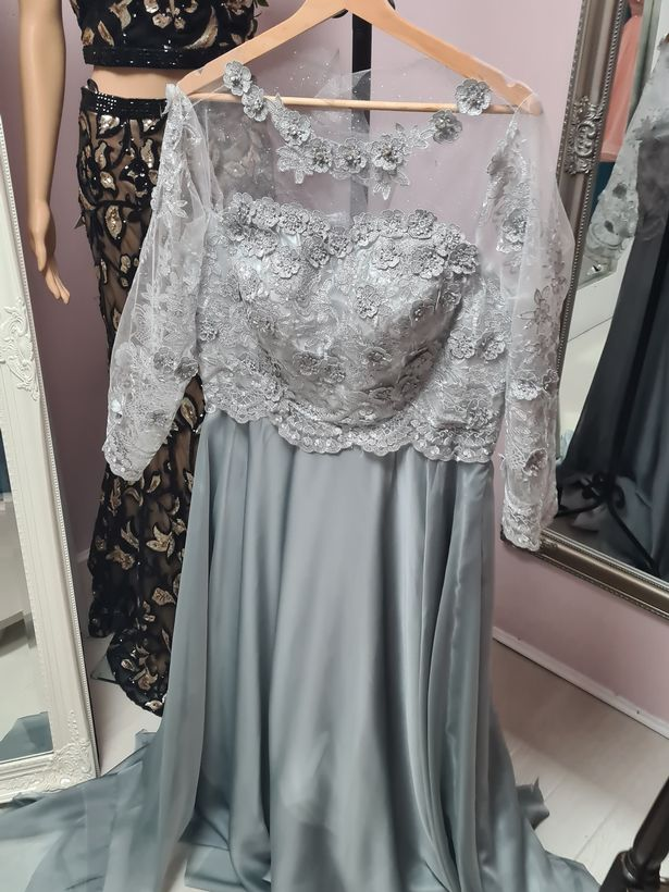 The dress Vanessa was given when she attended the fitting