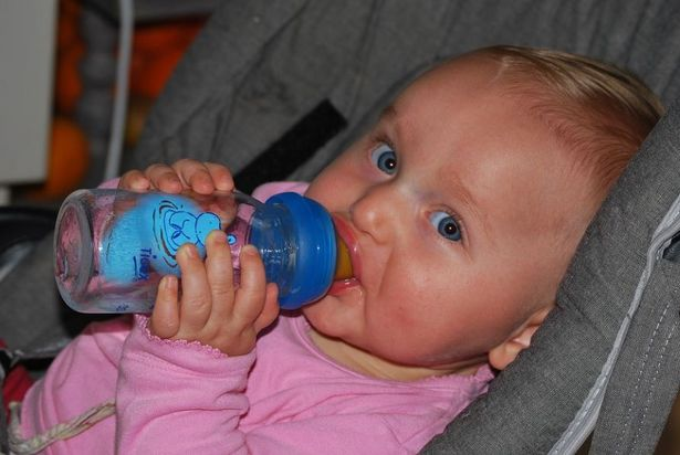 How to spot the signs of sunstroke in babies and young ...